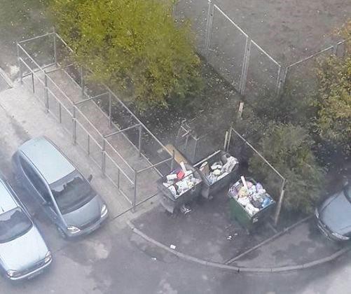 У мікрорайоні ДВРЗ роблять закриті контейнерні майданчики для сміття