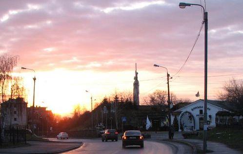 Схід сонця на вулиці Лаврській у Києві