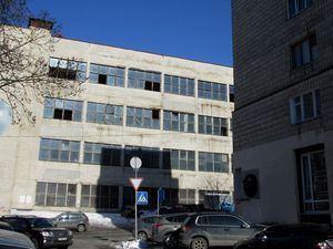 Один з цехів заводу Арсенал (будівля у лівій частині фото) продають під забудову