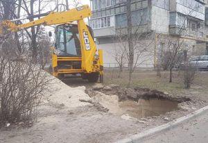 Влаштування підземного контейнера на вулиці Івана Миколайчука в Києві