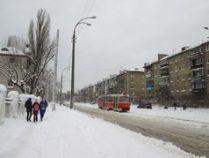 Трамвайна зупинка біля школи 103