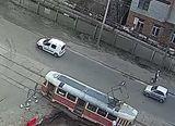 Стоять трамваї на перехресті Алматинська-Трактористів