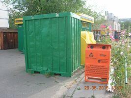 Контейнер для небезпечних відходів на вулиці Березняківській, 36
