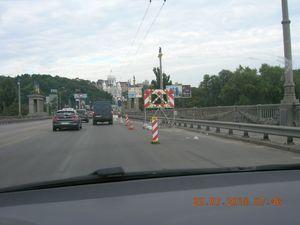 Даремне обмеження руху на мосту Патона в Києві