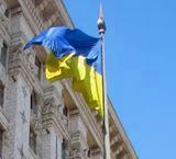 24 июля 1990 года в Киеве у здания мэрии впервые поднят жёлто-голубой флаг