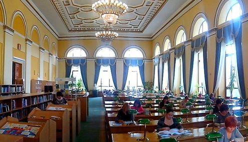 Читальний зал бібліотеки