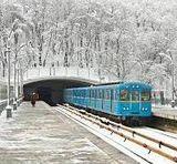 Хто зараз озвучує київське метро?