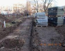 Одні стежки в Києві переорюють, інші ж - вимощують
