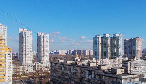 Висотні будинки на вулиці Шумського в Києві