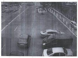 Мешканці Березняків просять захистити газони від машин