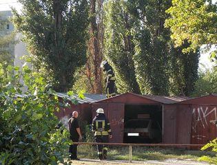 Пожежа біля гаражів на Березняках