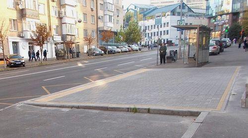 Автобусна зупинка на Кловському узвозі