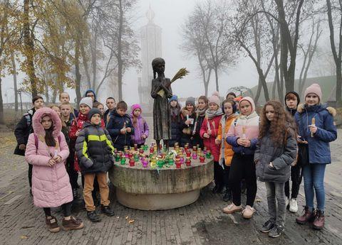 Учні 103 школи відвідали Національний музей Голодомору