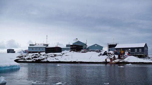 Цього дня піднято прапор на українській антарктичній станції