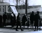1974 рік: трамвай прибуває на зупинку у місцевості ДВРЗ