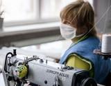 Сукні, вибачте! Фабрика шиє комбінезони, маски та бахіли