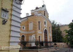 Лютеранская кирха по улице Лютеранской, 22 в Киеве. Отреставрирована в 2000 году