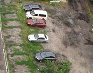 Мешканці Березняків просять загородити зелену зону від автомобілів