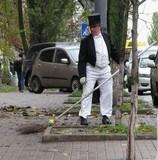 Пан Олександр власним прикладом змінює Київ