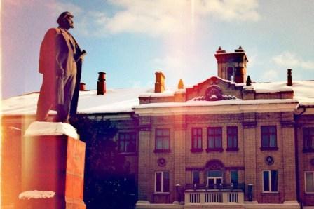 ДВРЗ, пам'ятник Леніну